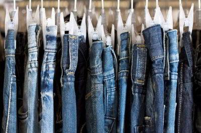 Cara Mencuci Celana Jeans Agar Tidak Robek dan Bercak Putih